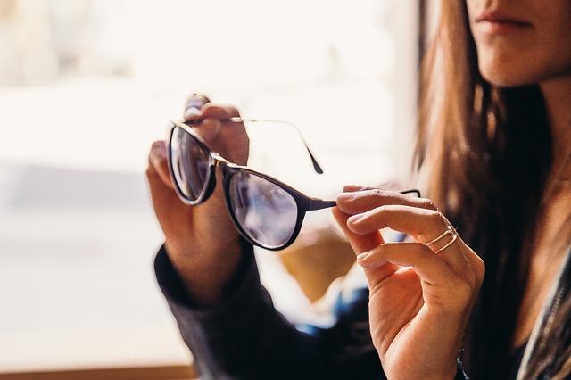 202ace0d Jak dobrać okulary do kształtu twarzy? - Planeta Wenus
