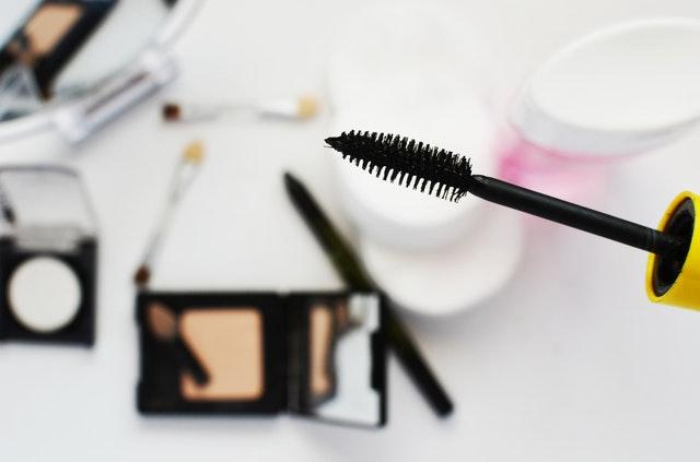 Co spakować do kosmetyczki na wakacje?