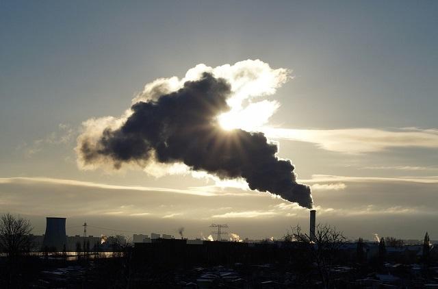 Miasto i przemysł produkujący smog
